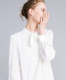 Tunikakleid aus Seidenmischung Weiß Schnee Frau PA828D-04