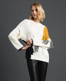 Pullover mit Zopfmuster und Fransen Vanille / Safrangelb / Schwarz Frau 192MP3041-03