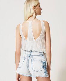 Shorts en jean avec patchs brodés Bleu «Beach» Brodé Femme 211TT243A-03