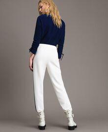 Pantalon avec bandes latérales en contraste Bicolore Blanc Soie / Bleu Nuit Femme 191TP2076-03