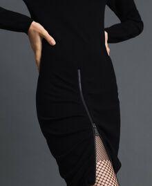 Kleid mit asymmetrischem Reißverschluss Schwarz Frau 192TP3260-04