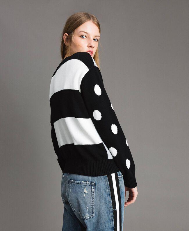 Cardigan-Pullover aus Sweatstoff mit Tupfen und Streifen Multicolour Hell Melange Grau / Schwarz / Weiß Frau 191MP3120-04