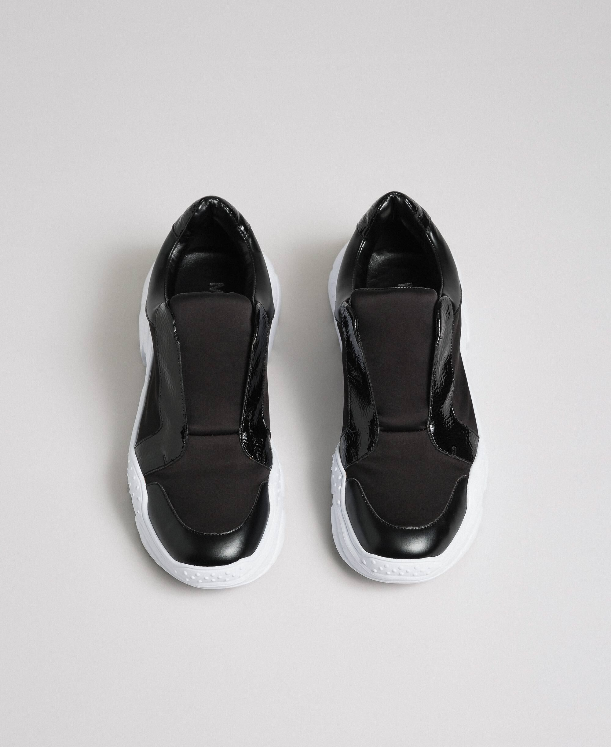Faux leather running shoes with no