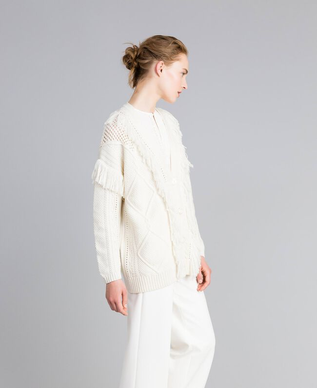 Maxi-Strickcardigan mit Fransen Weiß Schnee Frau PA83BB-03