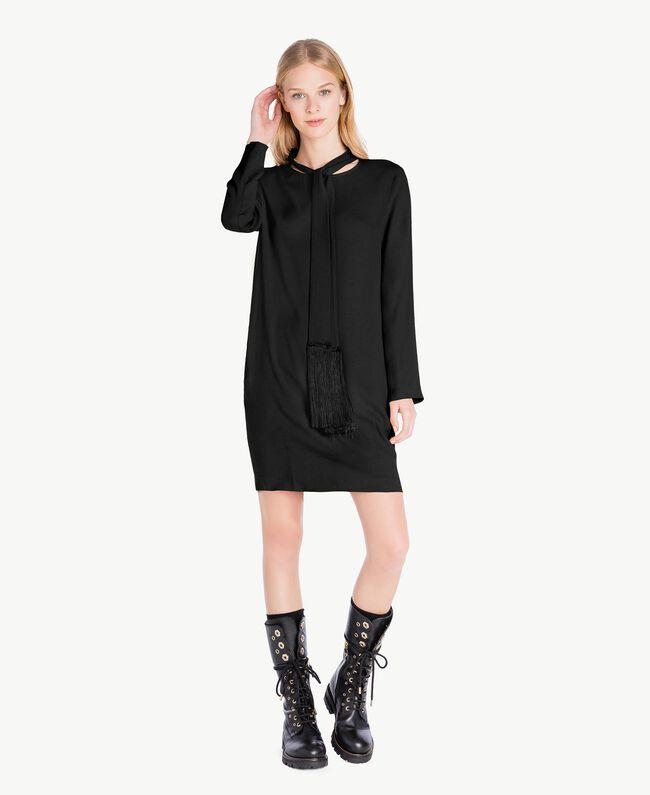 Kleid mit Schärpe aus Cady Schwarz PA726G-01