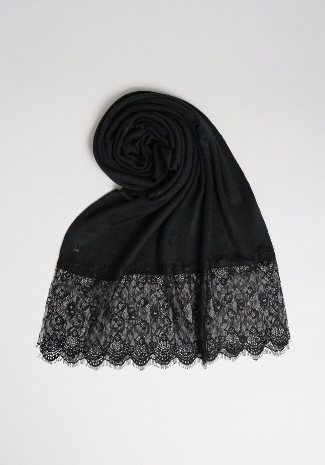 Knitted scarf with lace appliqués