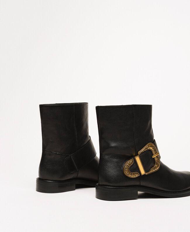 Кожаные байкерские сапоги с крупной пряжкой Черный женщина 201TCP058-05