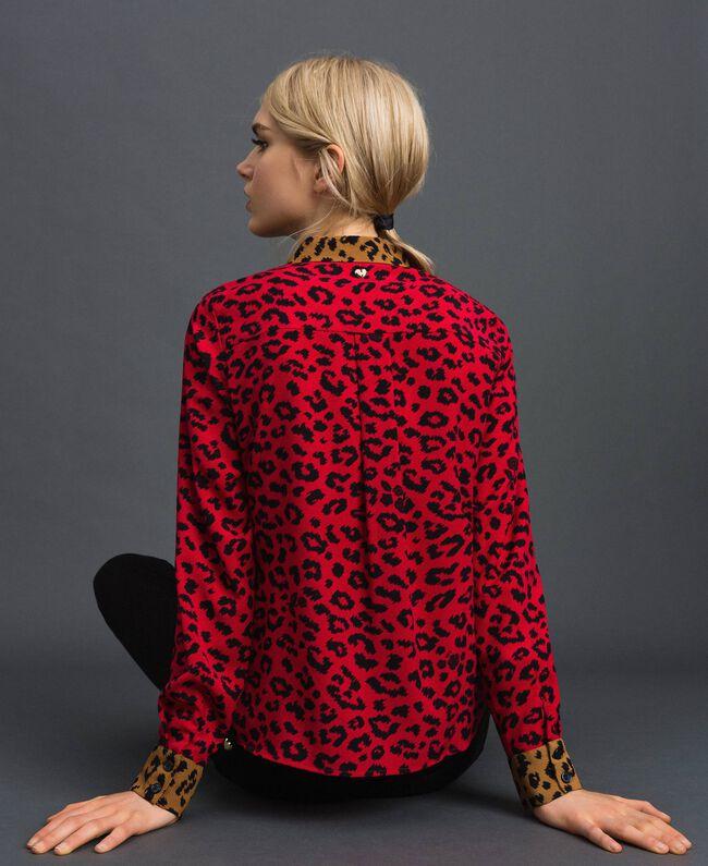 Крепдешиновая рубашка с животным принтом Анималистический Принт Красный Мак / Черный женщина 192MP2373-04
