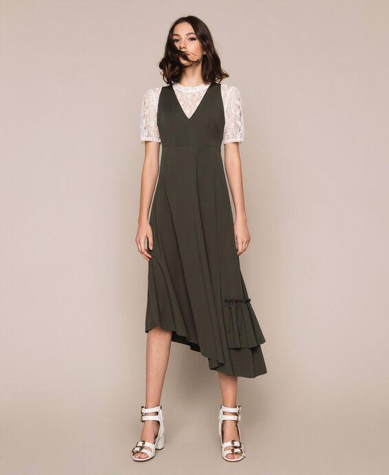 Длинное асимметричное платье с оборкой