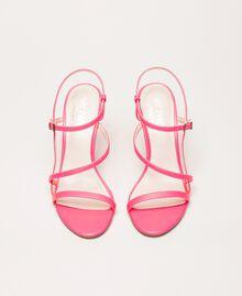 Sandalette aus Lederimitat in Neonfarbe Neonpink Frau 201MCT020-05