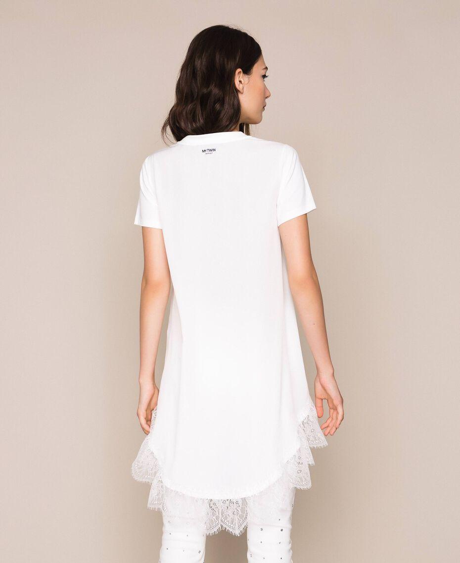 Длинная футболка с кружевом шантильи Лилия женщина 201MP2358-03