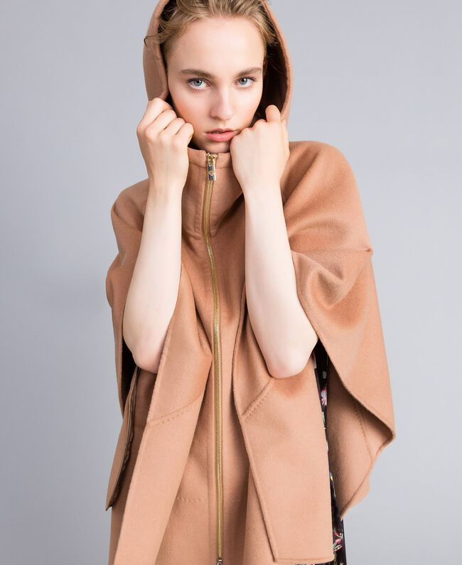Double cloth cape Camel Woman PA8261-01