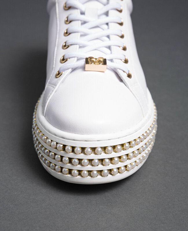 Sneakers aus Leder mit breiter Sohle mit Perlenbesatz Frau