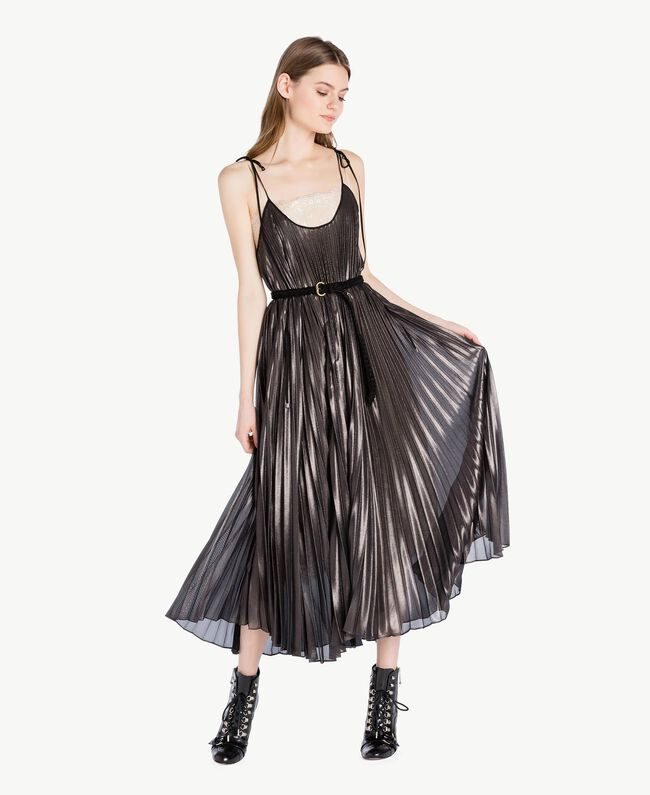 Langes Kleid mit Plissee Metallic-Gunmetal-Schwarz Frau PS82QP-01