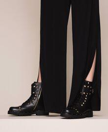 Schnürstiefelette aus Leder mit Nieten Schwarz Frau 999TCP020-0S