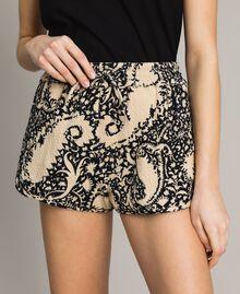 Matelassé-Shorts aus Baumwolle Gestempeltes Motiv Frau 191TT2192-04