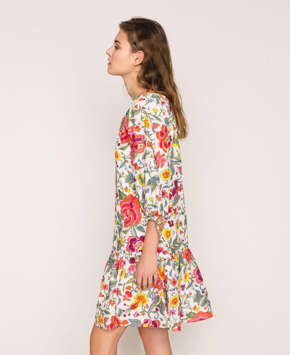 Geblümtes Kleid mit Stickerei