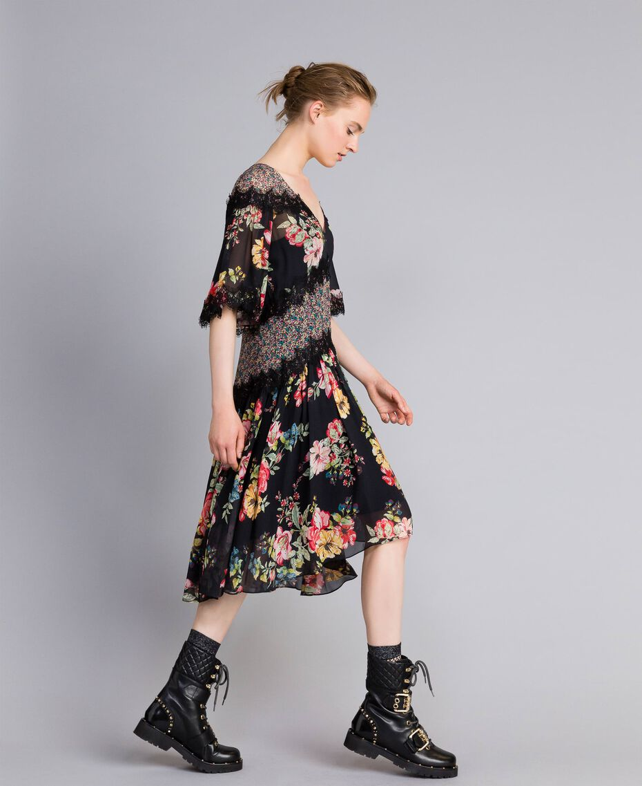 "Kurzes Kleid aus Georgette mit Blumenprint Print ""Flower Patch"" Frau PA82MD-02"