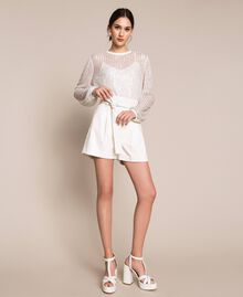 Shorts aus Lederimitat mit Gürtel Seidenweiß Frau 201ST2115-0T