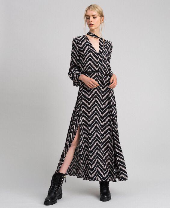 Robe longue avec imprimé floral à chevrons