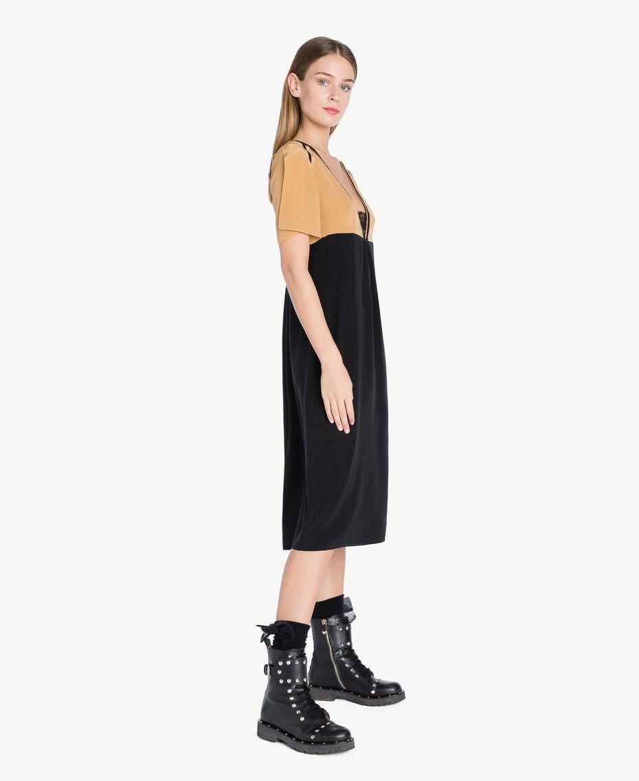 Kleid aus Seide Honigbeige / Schwarz PA72FQ-02