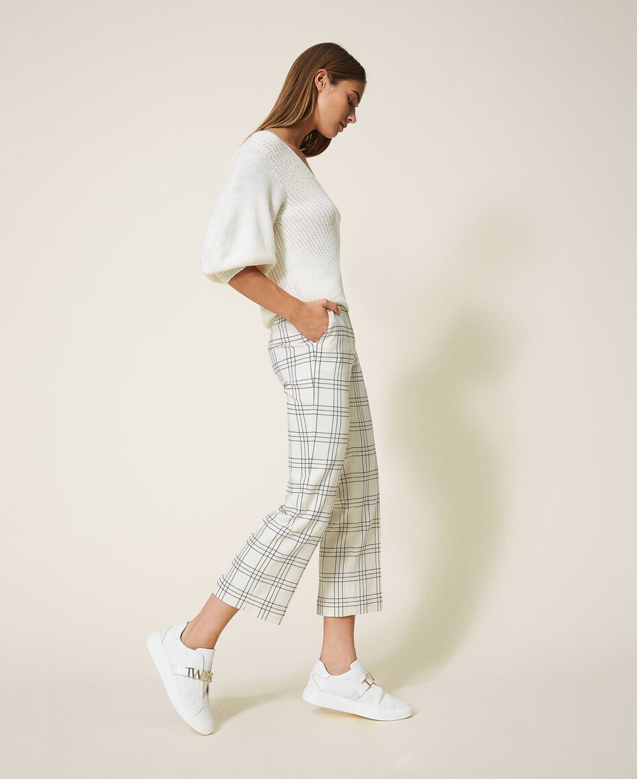 "Chequered wool blend cropped trousers Two-tone ""Snow"" White / Black Woman 202TP254C-03"