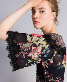 "Kurzes Kleid aus Georgette mit Blumenprint Print ""Flower Patch"" Frau PA82MD-04"
