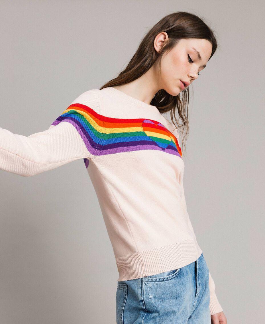 Pullover mit mehrfarbigen Streifen und Herzintarsie Blütenknospenrosa Frau 191TP3011-02
