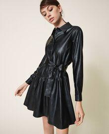 Kleid aus Lederimitat mit Gürtel und Volant Schwarz Frau 202ST2015-02