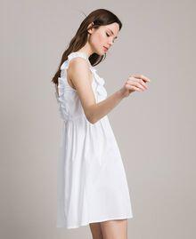 Popeline-Kleid mit Rüschen und Brosche Weiß Frau 191MT2050-03