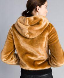 Jacke aus Kunstfell Honig Frau QA8TEN-03