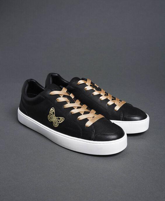 Sneakers aus Leder mit aufgesticktem Schmetterling