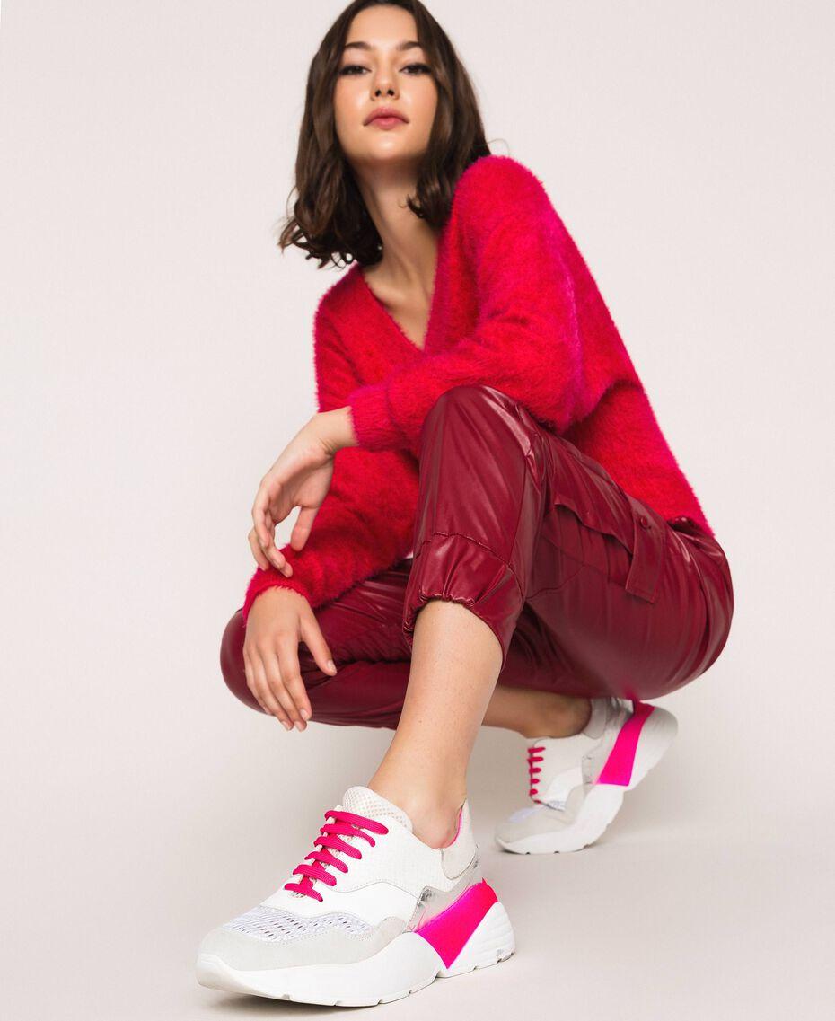 Laufschuh mit Neondetails Zweifarbig Optisches Weiß / Neonfuchsia Frau 201TCP150-0S
