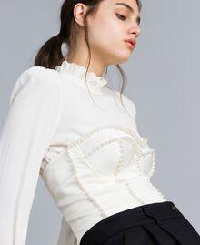Korsage aus Envers-Satin mit Perlen Weiß Schnee Frau TA824J-01