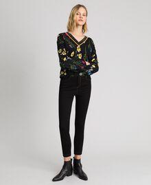 Cropped-Pullover mit Print und Lurex am Ausschnitt Motiv Schwarze Blumen Frau 192MP3231-02