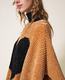Poncho en chenille avec cœur jacquard Bicolore Marron «Amber Dust» / Noir Femme 202LL4GQQ-02