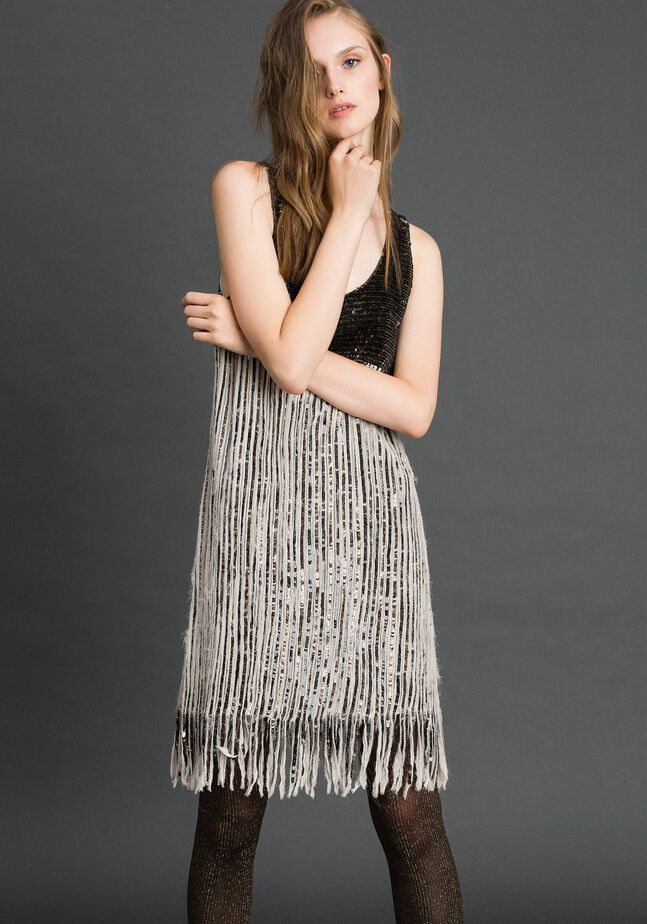 Платье из жоржета с пайетками и бахромой