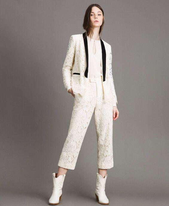 Pantalon cropped en dentelle macramé