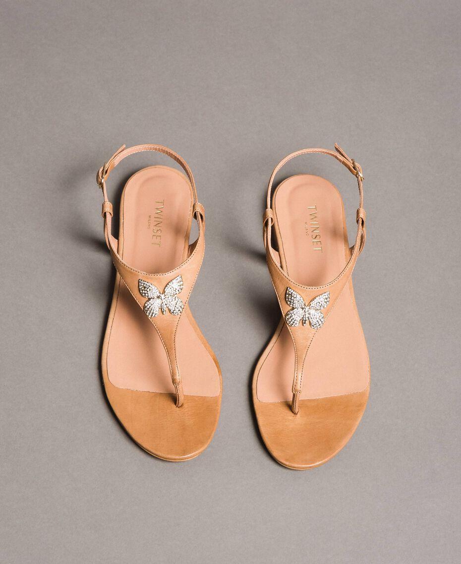 Sandales en cuir avec papillon bijou Beige Nougat Femme 191TCT090-05