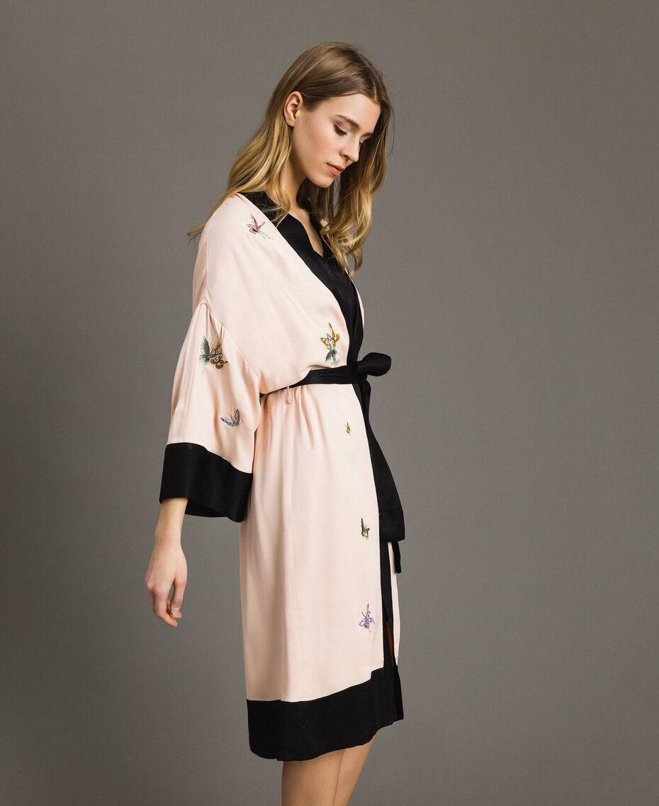 "Satin kimono with butterfly embroidery Two-tone ""Rose Sand"" Pink / Black Woman 191TT2110-02"