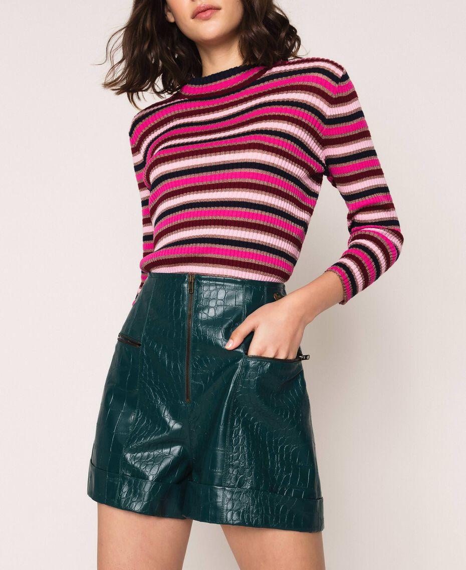 Shorts aus Lederimitat mit Krokoprägung Waldgrün Frau 201TP2362-01