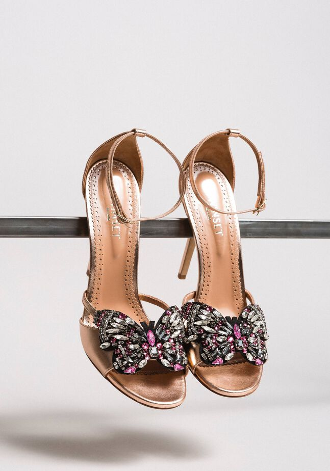 Leather sandals with jewelry butterfly