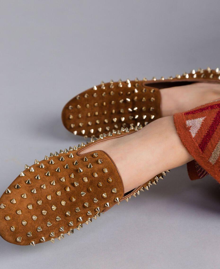 Slipper aus Veloursleder mit Nieten Rotbraun Frau CA8TFJ-0S