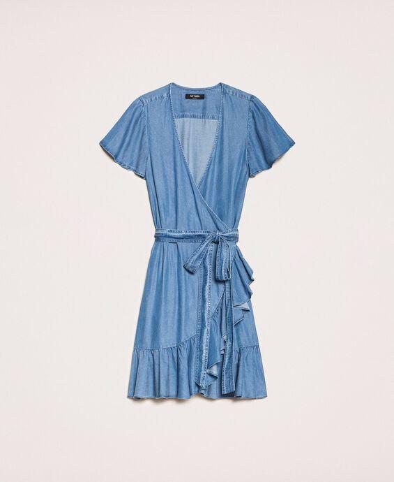 Мягкое джинсовое платье с оборкой