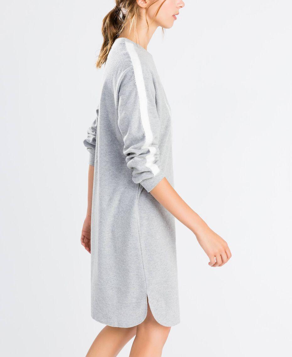 Nachthemd aus Sweatstoff Durchschnittgrau-Mélange Frau LA8MFF-02
