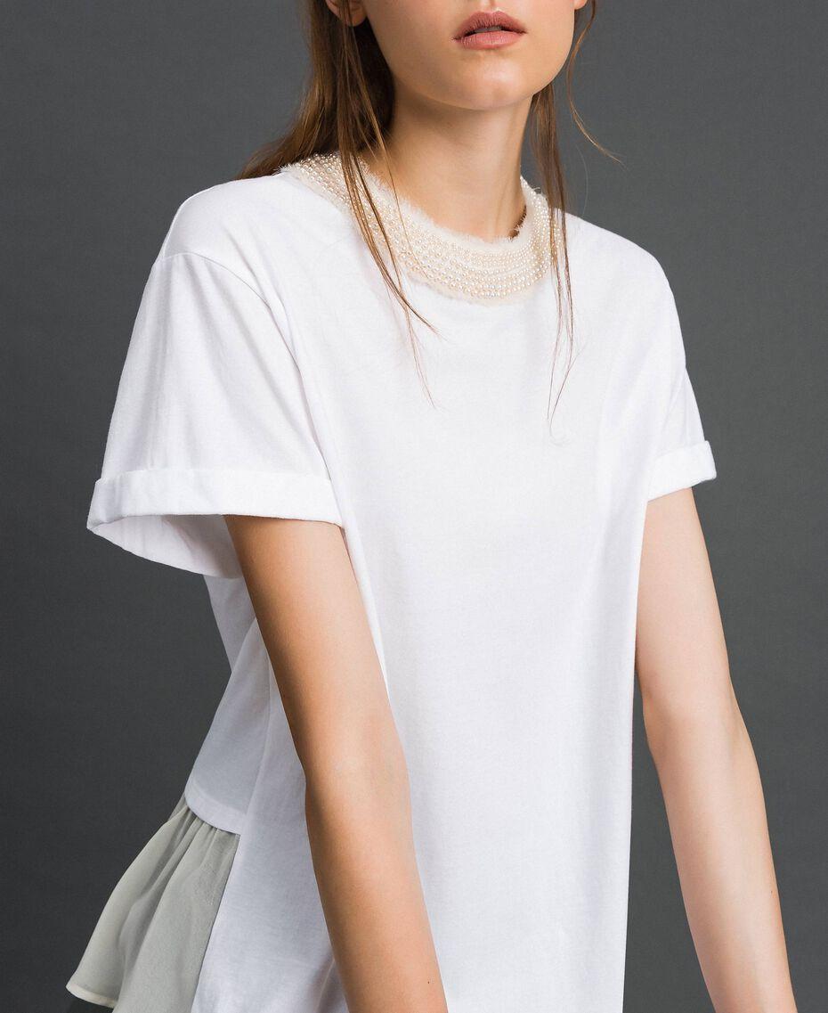 T-shirt with pearl jewel neckline White Woman 192TT2562-02