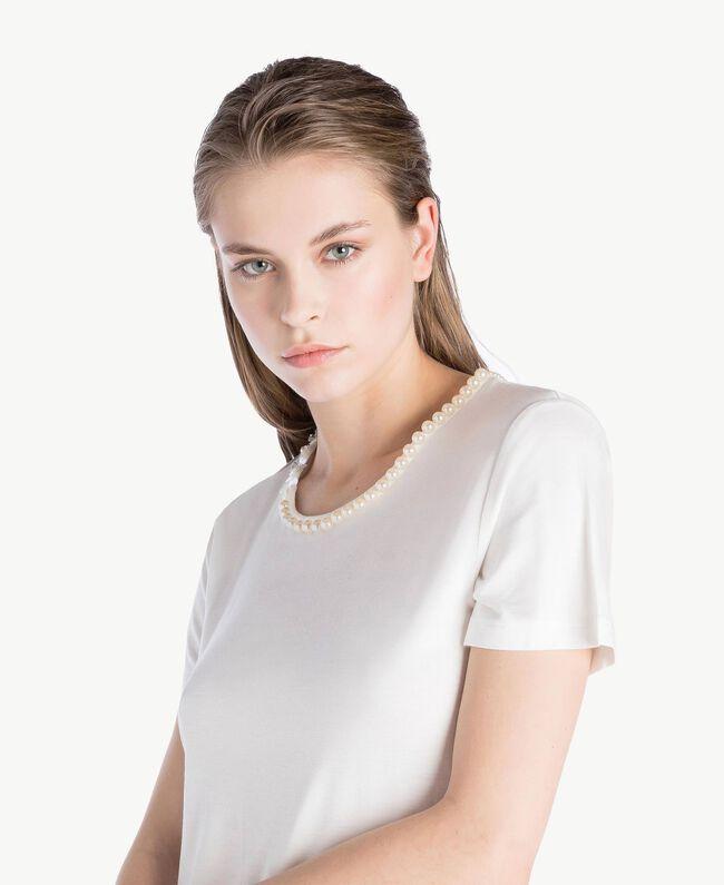 T-Shirt mit Stickerei Elfenbein Frau BS8EFF-05