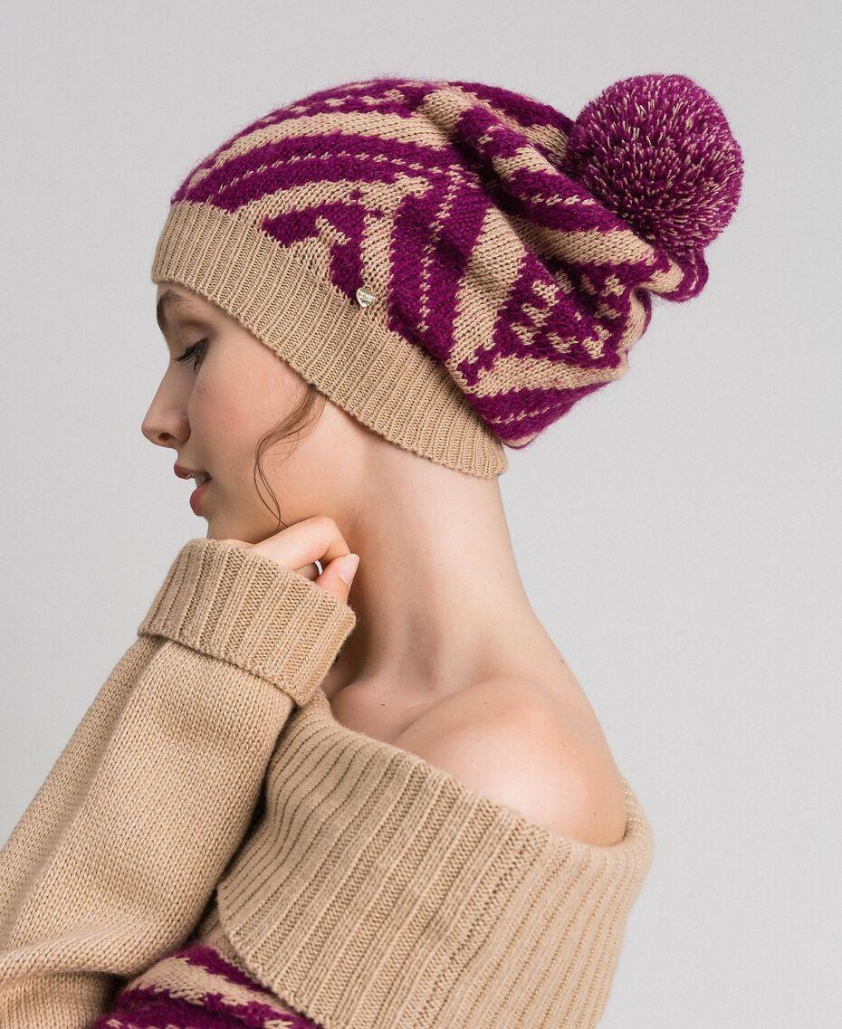 Bonnet en laine et cachemire avec pompon Jacquard Ethnique Marron «Iced Coffee» / Rouge Betterave Femme 192TA4419-0S
