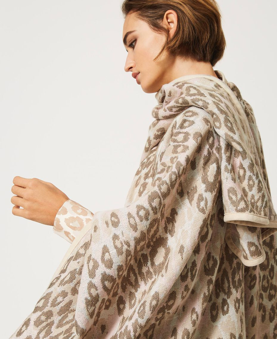 "Animal print jacquard wool cloth poncho ""Dune"" Beige Animal Print Woman 202MA432F-02"