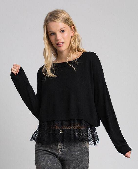 Boxy jumper with crêpe and lace top